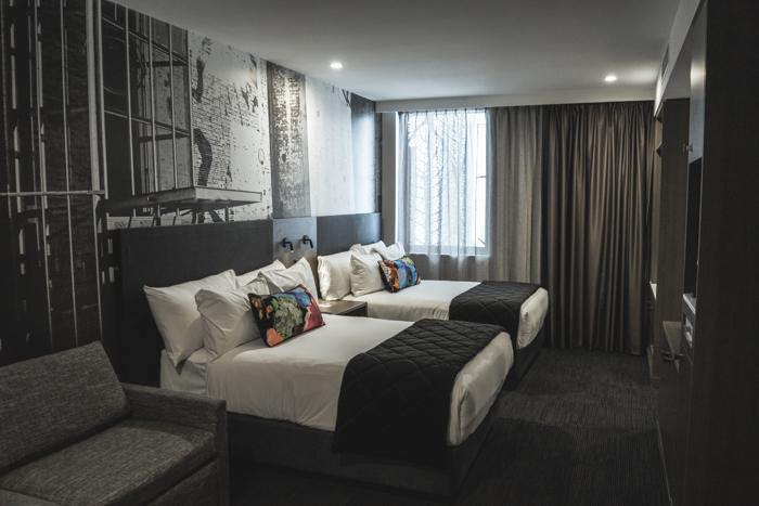 the-fashion-heist-sage-hotel-james-st-8411